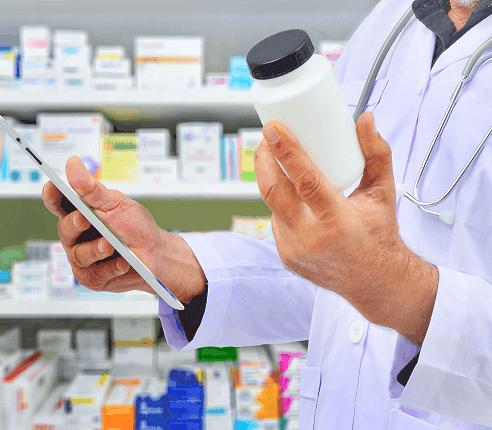 médico elige tratamientio hepatitis