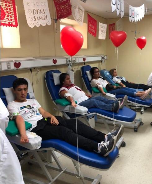 mexicanos donando sangre