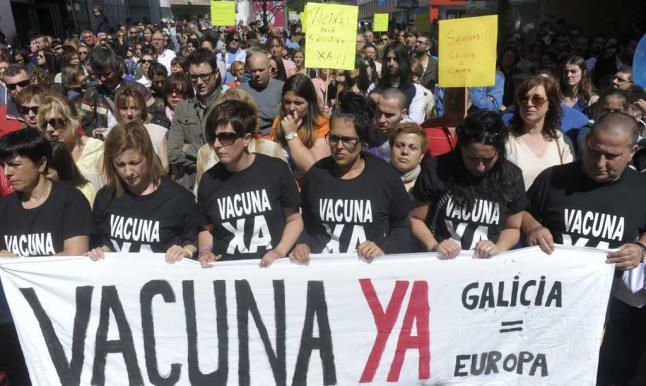 personas manifestando a favor de las vacunas